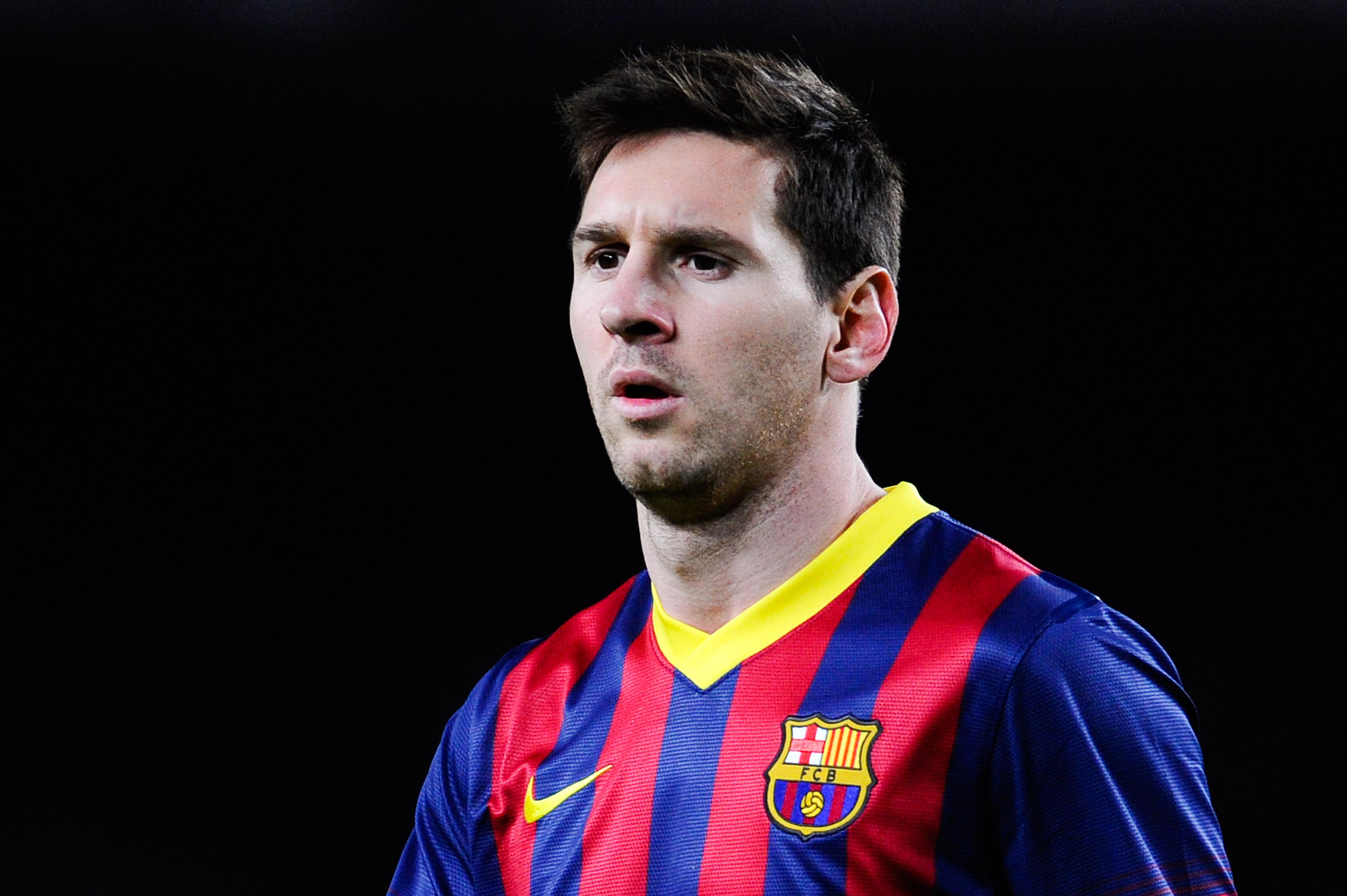 Футболист и зрелая 11 фотография
