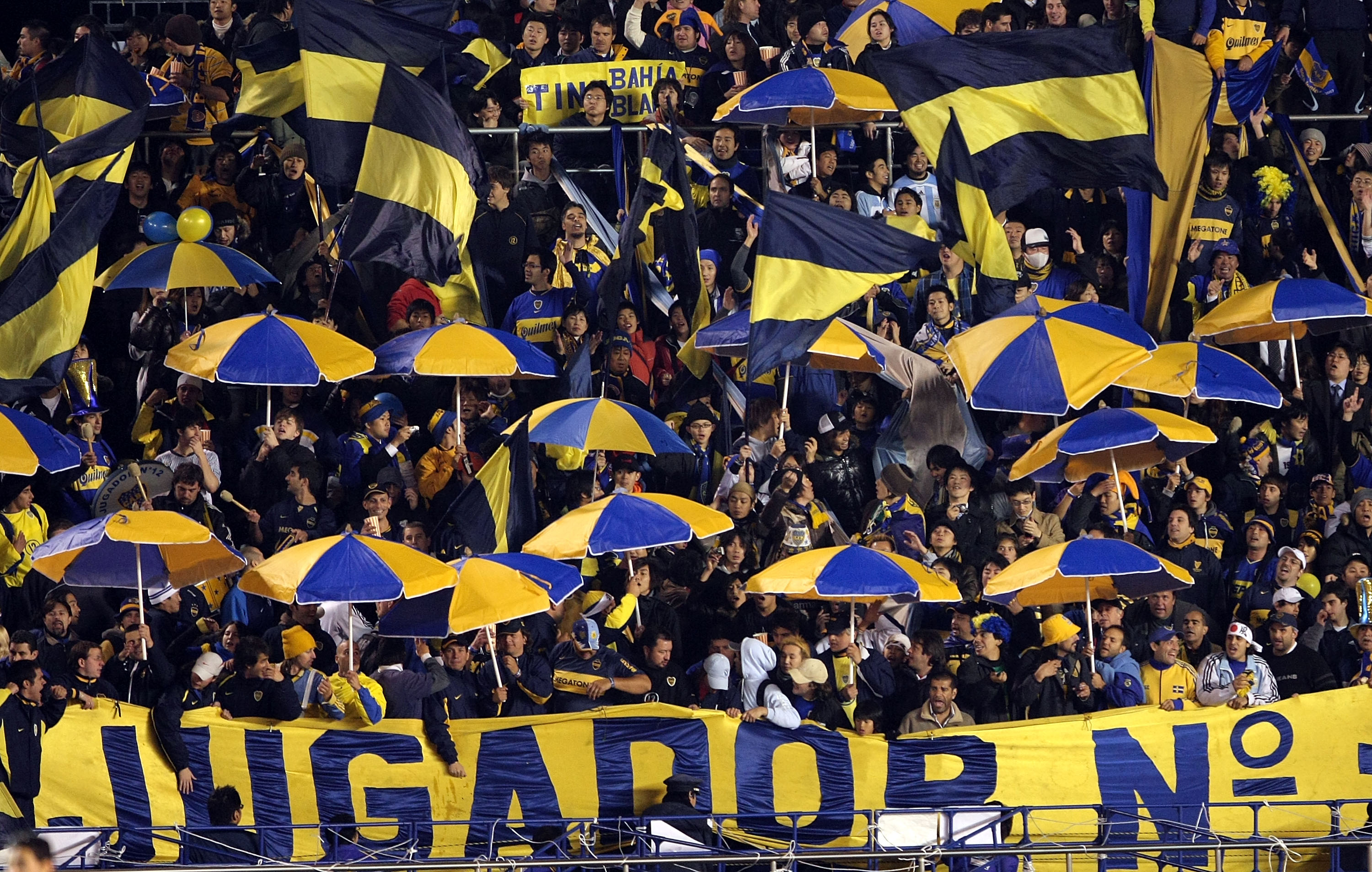 River Plate Players Pepper Sprayed By Boca Juniors Fan In