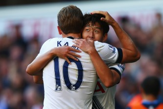 LONDON, ENGLAND - SEPTEMBER 20:  Harry Kane of Tottenham Hotspur congratulates Son Heung-Min of Tottenham Hotspur on scoring the openiung goal during the Barclays Premier League match between Tottenham Hotspur and Crystal Palace at White Hart Lane on September 20, 2015 in London, United Kingdom.  (Photo by Ian Walton/Getty Images)