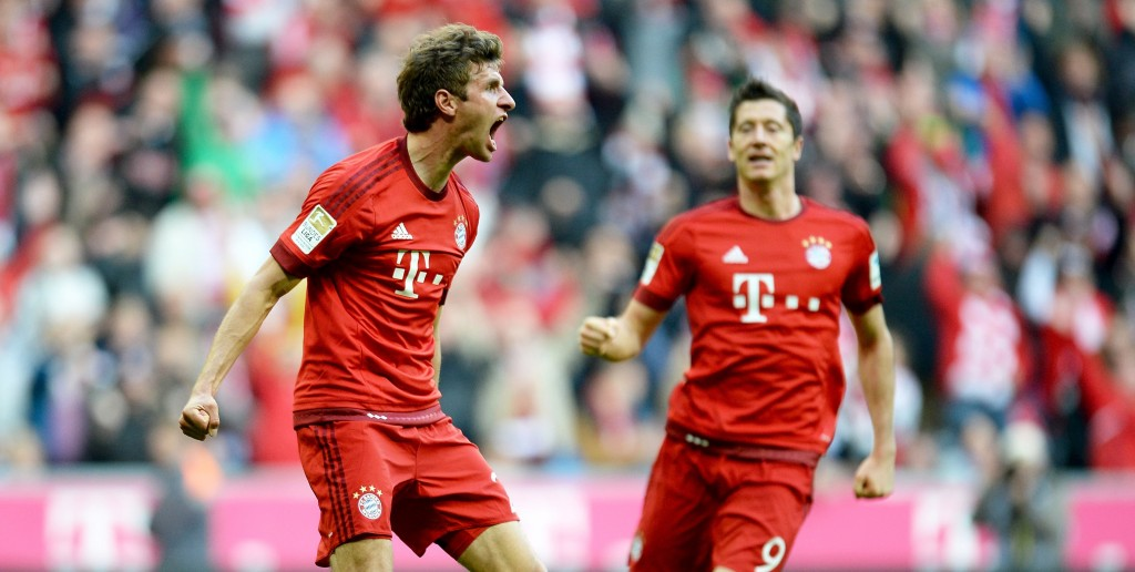 MUNICH, GERMANY - OCTOBER 04: Thomas Mueller (L) of Muenchen celebrates after scoring the opening/first goal during the Bundesliga match between FC Bayern Muenchen and Borussia Dortmund at Allianz Arena on October 4, 2015 in Munich, Germany.  (Photo by Micha Will/Getty Images for MAN)