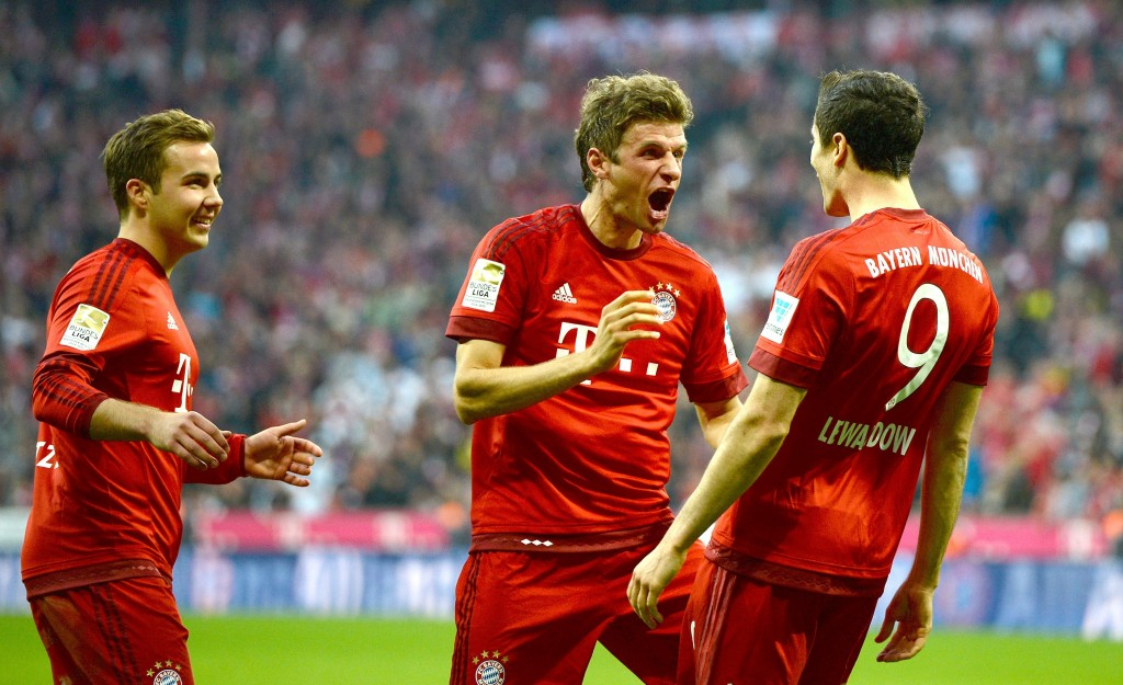 MUNICH, GERMANY - OCTOBER 04: Robert Lewandowski (R) of Muenchen celebrates with Thomas Mueller (C) of Muenchen and Mario Goetze of Muenchen after scoring his team's third goal during the Bundesliga match between FC Bayern Muenchen and Borussia Dortmund at Allianz Arena on October 4, 2015 in Munich, Germany.  (Photo by Micha Will/Getty Images for MAN)