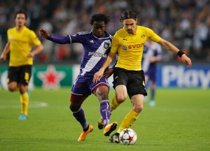 ANDERLECHT, BELGIUM - OCTOBER 01:  Nathan Kabasele of Anderlecht battles with Neven Subotic of Borussia Dortmund during the UEFA Champions League Group D match between RSC Anderlecht and Borussia Dortmund at Constant Vanden Stock Stadium on October 1, 2014 in Anderlecht, Belgium.  (Photo by Dean Mouhtaropoulos/Getty Images)