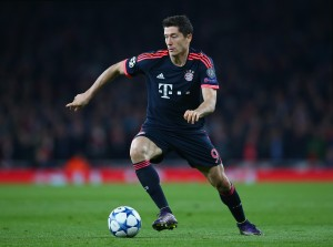LONDON, ENGLAND - OCTOBER 20:  Robert Lewandowski of Bayern Munich in action during the UEFA Champions League Group F match between Arsenal FC and FC Bayern Munchen at Emirates Stadium on October 20, 2015 in London, United Kingdom.  (Photo by Paul Gilham/Getty Images)