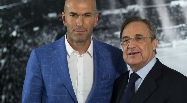 MADRID, SPAIN - JANUARY 04:  Real Madrid CF president Florentino Perez (R) poses for a picture with Zinedine Zidane (L) as new Real Madrid head coach at Santiago Bernabeu Stadium on January 4, 2016 in Madrid, Spain.  (Photo by Gonzalo Arroyo Moreno/Getty Images)