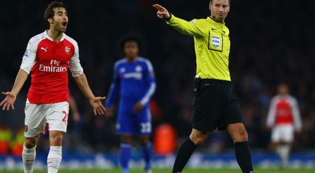 LONDON, ENGLAND - JANUARY 24:  Referee Mark Clattenburg gestures during the Barclays Premier League match between Arsenal and Chelsea at The Emirates Stadium on January 24, 2016 in London, England.  (Photo by Clive Mason/Getty Images)