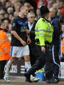 LIVERPOOL, ENGLAND - OCTOBER 25:  Nemanja Vidic of Manchester United is sent off by Referee Andre Marriner after fouling Dirk Kuyt of Liverpool during the Barclays Premier League match between Liverpool and Manchester United at Anfield on October 25, 2009 in Liverpool, England.  (Photo by Michael Regan/Getty Images)
