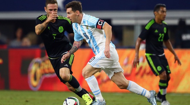 ARLINGTON, TX - SEPTEMBER 08:  Lionel Messi #10 of Argentina dribbles the ball against Miguel Layun #7 of Mexico during a international friendly at AT&T Stadium on September 8, 2015 in Arlington, Texas.  (Photo by Ronald Martinez/Getty Images)