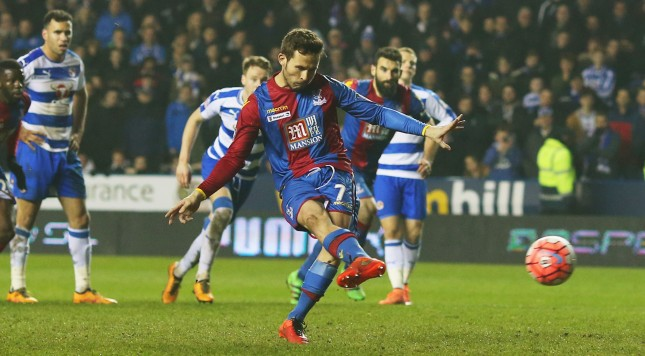 READING, ENGLAND - MARCH 11:  Yohan Cabaye of Crystal Palace scores their first goal from the penalty spot during the Emirates FA Cup sixth round match between Reading and Crystal Palace at Madejski Stadium on March 11, 2016 in Reading, England.  (Photo by Ben Hoskins/Getty Images)