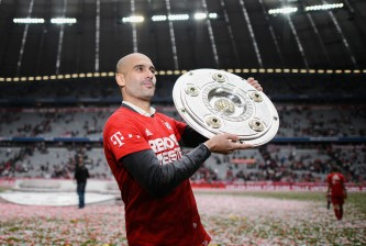 MUNICH, GERMANY - MAY 23:  Head coach Pep Guardiola of Muenchen celebtrate with the Bundesliga trophy after winning the league during the Bundesliga match between FC Bayern Muenchen and 1. FSV Mainz 05 at Allianz Arena on May 23, 2015 in Munich, Germany.  (Photo by Matthias Hangst/Getty Images)
