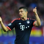 MADRID, SPAIN - APRIL 27:  Robert Lewandowski of Bayern Munich signals during the UEFA Champions League semi final first leg match between Club Atletico de Madrid and FC Bayern Muenchen at Vincente Calderon on April 27, 2016 in Madrid, Spain.  (Photo by David Ramos/Getty Images)
