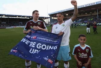 BURNLEY, UNITED KINGDOM - MAY 02:  Sam Vokes (9) and Andre Gray of Burnley (7) celebrate as they are promoted to the Premier League after the Sky Bet Championship match between Burnley and Queens Park Rangers at Turf Moor on May 2, 2016 in Burnley, United Kingdom. Burnley defeated QPR 1-0 to gain promotion.  (Photo by Jan Kruger/Getty Images)