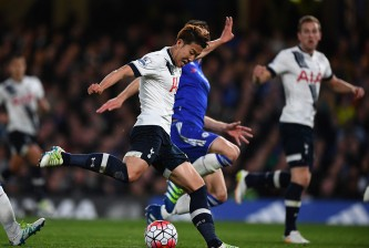 LONDON, ENGLAND - MAY 02:  Son Heung-Min of Tottenham Hotspur scores his team's second goal during the Barclays Premier League match between Chelsea and Tottenham Hotspur at Stamford Bridge on May 02, 2016 in London, England.  (Photo by Shaun Botterill/Getty Images)