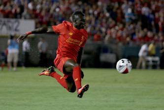 PASADENA, CA - JULY 27:  Sadio Mane #19 of Liverpool in action against Chelsea during the 2016 International Champions Cup at Rose Bowl on July 27, 2016 in Pasadena, California.  (Photo by Jeff Gross/Getty Images)
