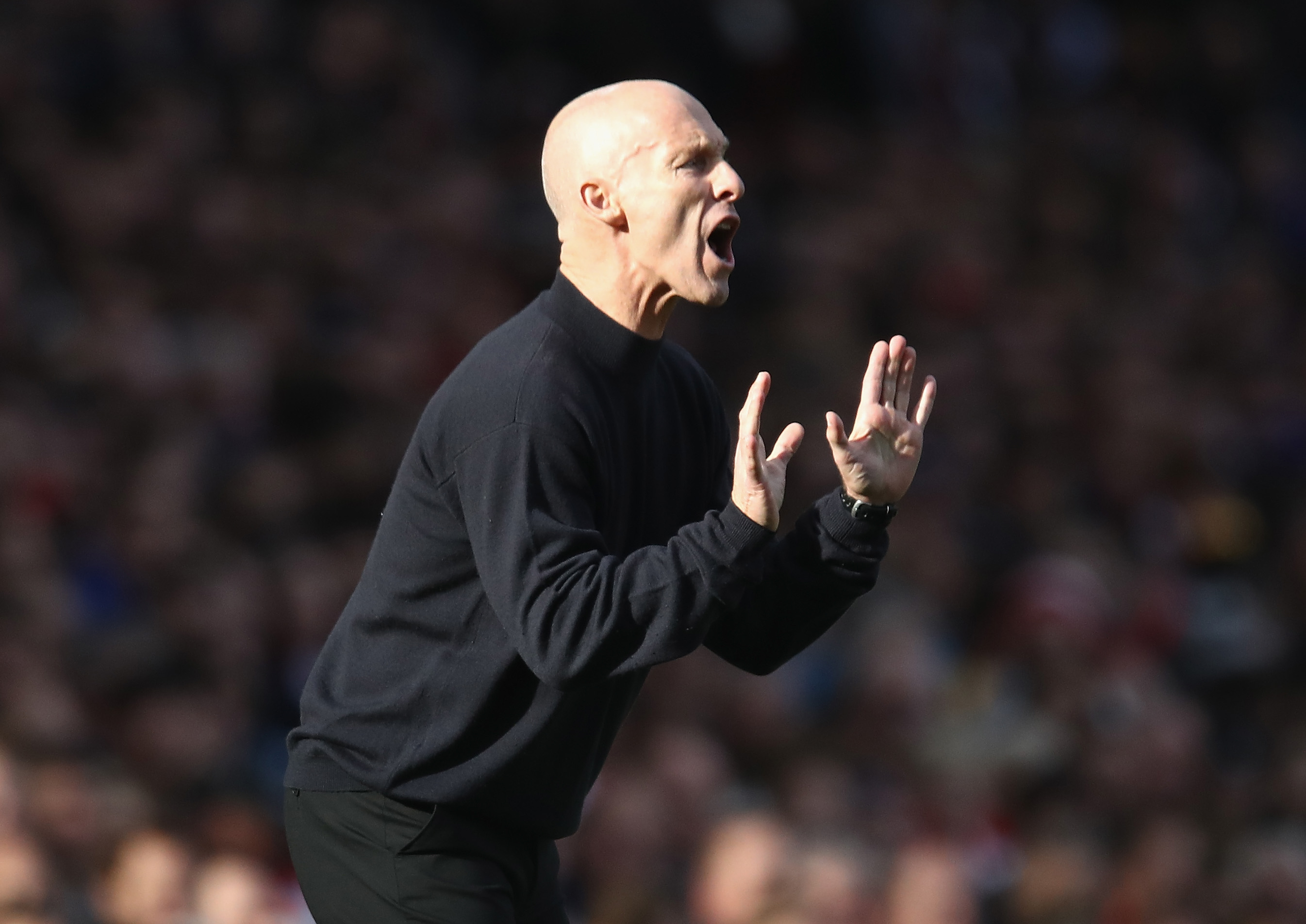 LONDON, ENGLAND - OCTOBER 15:  Swansea City manager Bob Bradley gives instructions during the Premier League match between Arsenal and Swansea City at Emirates Stadium on October 15, 2016 in London, England.  (Photo by Julian Finney/Getty Images)