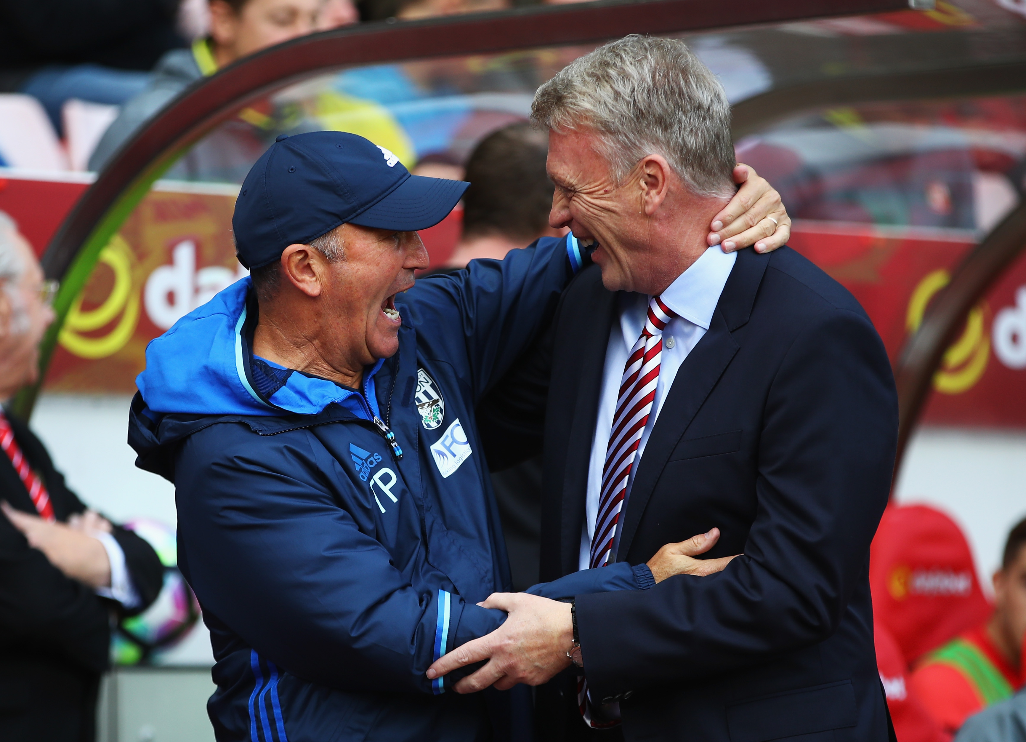 SUNDERLAND, ENGLAND - OCTOBER 01: Tony Pulis, Manager of West Bromwich Albion (L) and David Moyes, Manager of Sunderland (R) embrace prior to kick off during the Premier League match between Sunderland and West Bromwich Albion at Stadium of Light on October 1, 2016 in Sunderland, England.  (Photo by Clive Brunskill/Getty Images)