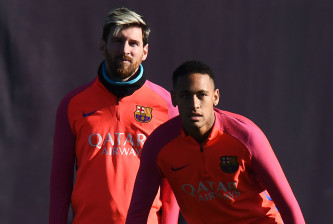 BARCELONA, SPAIN - DECEMBER 02:  Lionel Messi (L) and Neymar Jr. of FC Barcelona look on during a training session ahead of their La Liga match between FC Barcelona and Real Madrid on December 2, 2016 in Barcelona, Spain.  (Photo by David Ramos/Getty Images)
