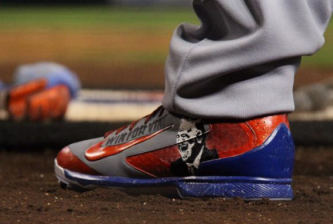 yasiel-puig-vin-scully-shoes1