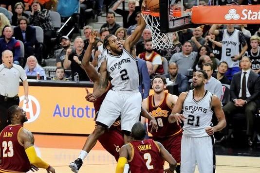 635884188862373780-BKN-Spurs-forward-Kawhi-Leonard-jams-through-a-put-back-against-Cavs
