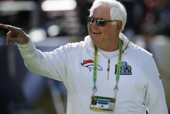 Wade Phillips, defensive coordinator for the the Denver Broncos, arrives before the NFL Super Bowl 50 football game against the Carolina Panthers, Sunday, Feb. 7, 2016, in Santa Clara, Calif. (AP Photo/Matt Slocum)  ORG XMIT: NFL227