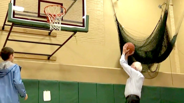 bernie-sanders-playing-basketball-new-hampshire-primary