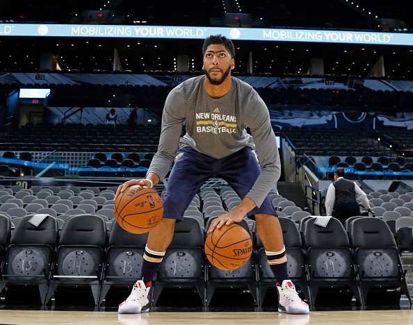 SAN ANTONIO,TX - OCTOBER  29: Anthony Davis #23 of the New Orleans Pelicans goes thru dribbling exercises before their game against the San Antonio Spurs at AT&T Center on October 29, 2016 in San Antonio, Texas.  NOTE TO USER: User expressly acknowledges and agrees that , by downloading and or using this photograph, User is consenting to the terms and conditions of the Getty Images License Agreement. (Photo by Ronald Cortes/Getty Images)
