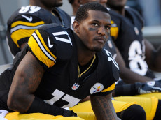 PITTSBURGH, PA - SEPTEMBER 16:  Mike Wallace #17 of the Pittsburgh Steelers looks on from the sideline during the game against the New York Jets on September 16, 2012 at Heinz Field in Pittsburgh, Pennsylvania.  (Photo by Joe Sargent/Getty Images)