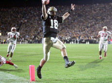 WEST LAYFAYETTE, IN - OCTOBER 16:  Kyle Orton #18 of Purdue runs for a touchdown against Wisconsin during the game at Ross-Ade Stadium on October 16, 2004 in West Lafayette, Indiana.    (Photo by Andy Lyons/Getty Images)