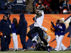 DENVER, CO - JANUARY 12:  Jacoby Jones #12 of the Baltimore Ravens scores a 70-yard touchdown reception in the fourth quarter to tie the game 35-35 against the Denver Broncos during the AFC Divisional Playoff Game at Sports Authority Field at Mile High on January 12, 2013 in Denver, Colorado.  (Photo by Jeff Gross/Getty Images)