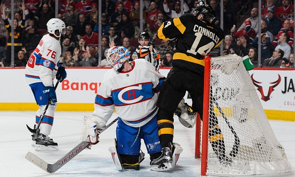 MONTREAL, QC - JANUARY 19:  Goaltender Mike Condon #39 of the Montreal Canadiens reacts after allowing a goal as Brett Connolly #14 of the Boston Bruins skates behind him during the NHL game at the Bell Centre on January 19, 2016 in Montreal, Quebec, Canada.  (Photo by Minas Panagiotakis/Getty Images)
