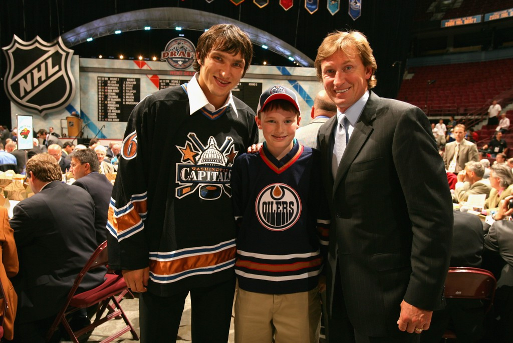 VANCOUVER, BC - JUNE 24:  Alexander Ovechkin (L) of the Washington Capitals poses with head coach Wayne Gretzky of the Phoenix Coyotes during the 2006 NHL Draft held at General Motors Place on June 24, 2006 in Vancouver, Canada.  (Photo by Jeff Vinnick/Getty Images)