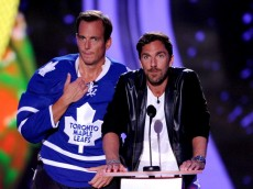LOS ANGELES, CA - JULY 17:  Actor Will Arnett (L) and NHL player Henrik Lundqvist speak onstage during Nickelodeon Kids' Choice Sports Awards 2014 at UCLA's Pauley Pavilion on July 17, 2014 in Los Angeles, California.  (Photo by Kevin Winter/Getty Images)