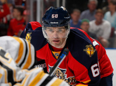 SUNRISE, FL - MARCH 21: Jaromir Jagr #68 of the Florida Panthers prepares for a face-off against the Boston Bruins at the BB&T Center on March 21, 2015 in Sunrise, Florida. The Panthers defeated the Bruins 2-1 in a shootout. (Photo by Joel Auerbach/Getty Images)