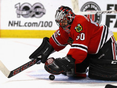 CHICAGO, IL - JANUARY 10: Corey Crawford #50 of the Chicago Blackhawks makes a save against the Detroit Red Wings at the United Center on January 10, 2017 in Chicago, Illinois. (Photo by Jonathan Daniel/Getty Images)