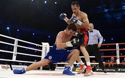Felix Sturm vs Darren Barker (AP) 1