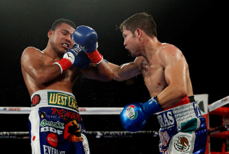 INGLEWOOD, CA - SEPTEMBER 10:  Carlos Cuadras of Mexico and Roman Gonzalez of Nicaragua in action during their WBC super flyweight title fight at The Forum on September 10, 2016 in Inglewood, California.  (Photo by Josh Lefkowitz/Getty Images)