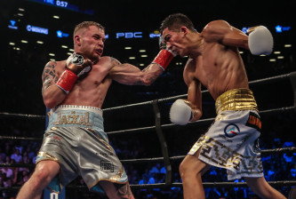 NEW YORK, NY - JULY 30:  Leo Santa Cruz of Mexico (gold trunks) fights Carl Frampton of Northern Ireland (blue trunks) during their  12 round WBA Super  featherweight championship  bout  at Barclays Center on July 30, 2016 in the Brooklyn borough in New York City. (Photo by Anthony Geathers/Getty Images)