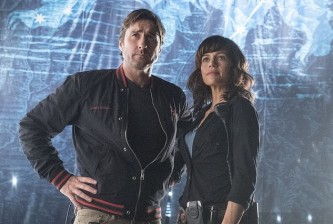 Luke Wilson as Bill and Carla Gugino as Shelli in Roadies (pilot). Photo: Katie Yu/SHOWTIME