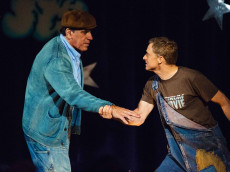 """Lou Ferrigno and Alan Tudyk perform Of Mice And Men musical """"I'm With Stupid"""" on Con Man season 2. (Comic-Con HQ.)"""