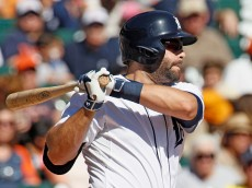 DETROIT, MI - SEPTEMBER 23:  Alex Avila #13 of the Detroit Tigers hits a grounder for an out but drives in J.D. Martinez against the Chicago White Sox during the third inning at Comerica Park on September 23, 2015 in Detroit, Michigan. (Photo by Duane Burleson/Getty Images)