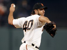 SAN FRANCISCO, CA - SEPTEMBER 29:  Madison Bumgarner #40 of the San Francisco Giants pitches against the Los Angeles Dodgers in the first inning at AT&T Park on September 29, 2015 in San Francisco, California.  (Photo by Ezra Shaw/Getty Images)