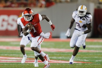 HOUSTON, TX - SEPTEMBER 05:  Greg Ward Jr. #1 of the Houston Cougars rushes with the ball in the second half against the Tennessee Tech Golden Eagles on September 5, 2015 in Houston, Texas.  (Photo by Bob Levey/Getty Images)