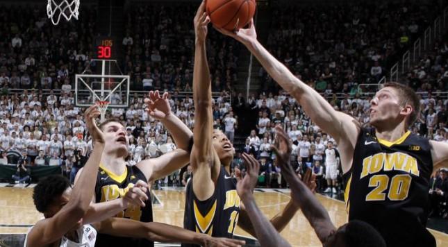 635883998382650206-Iowa-Michigan-St-Basketball-bsmith-dmreg.com-1