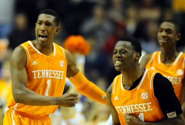 josh-richardson-devon-baulkman-ncaa-basketball-sec-conference-tournament-tennessee-vs-vanderbilt-850x560