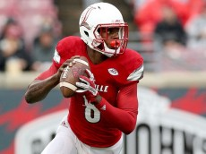 LOUISVILLE, KY - OCTOBER 24: Lamar Jackson #8 of the Louisville Cardinals runs with the ball against the Boston College Eagles at Papa John's Cardinal Stadium on October 24, 2015 in Louisville, Kentucky. (Photo by Andy Lyons/Getty Images)