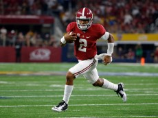 ARLINGTON, TX - SEPTEMBER 3:  Jalen Hurts #2 of the Alabama Crimson Tide runs for touchdown against the USC Trojans  in the second half during the AdvoCare Classic at AT&T Stadium on September 3, 2016 in Arlington, Texas. (Photo by Ron Jenkins/Getty Images)