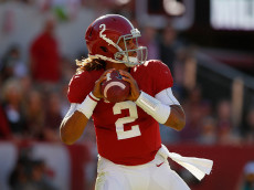 TUSCALOOSA, AL - OCTOBER 22:  Jalen Hurts #2 of the Alabama Crimson Tide looks to pass against the Texas A&M Aggies at Bryant-Denny Stadium on October 22, 2016 in Tuscaloosa, Alabama.  (Photo by Kevin C. Cox/Getty Images)