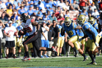 PASADENA, CA - OCTOBER 22: Utah (28) Joe Williams (RB) runs the ball for a touchdown during an NCAA football game between the Utah Utes and the UCLA Bruins on October 22, 2016, at the Rose Bowl in Pasadena, CA. Utah defeated UCLA  52-45. (Photo by Chris Williams/Icon Sportswire via Getty Images)