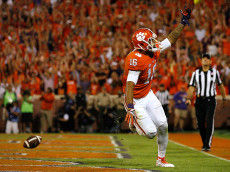 CLEMSON, SC - OCTOBER 01:  Jordan Leggett #16 of the Clemson Tigers reacts after his fourth quarter go-ahead touchdown against the Louisville Cardinals at Memorial Stadium on October 1, 2016 in Clemson, South Carolina. The Clemson Tigers defeated the Louisville Cardinals 42-36.  (Photo by Tyler Smith/Getty Images)