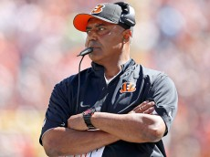CINCINNATI, OH - SEPTEMBER 21:  Head Coach Marvin Lewis of the Cincinnati Bengals watches as his players take on the Tennessee Titans at Paul Brown Stadium on September 21, 2014 in Cincinnati, Ohio. (Photo by Joe Robbins/Getty Images)