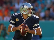 MIAMI GARDENS, FL - NOVEMBER 22: Tony Romo #9 of the Dallas Cowboys in action during the second half of the game against the Miami Dolphins at Sun Life Stadium on November 22, 2015 in Miami Gardens, Florida.  (Photo by Rob Foldy/Getty Images)
